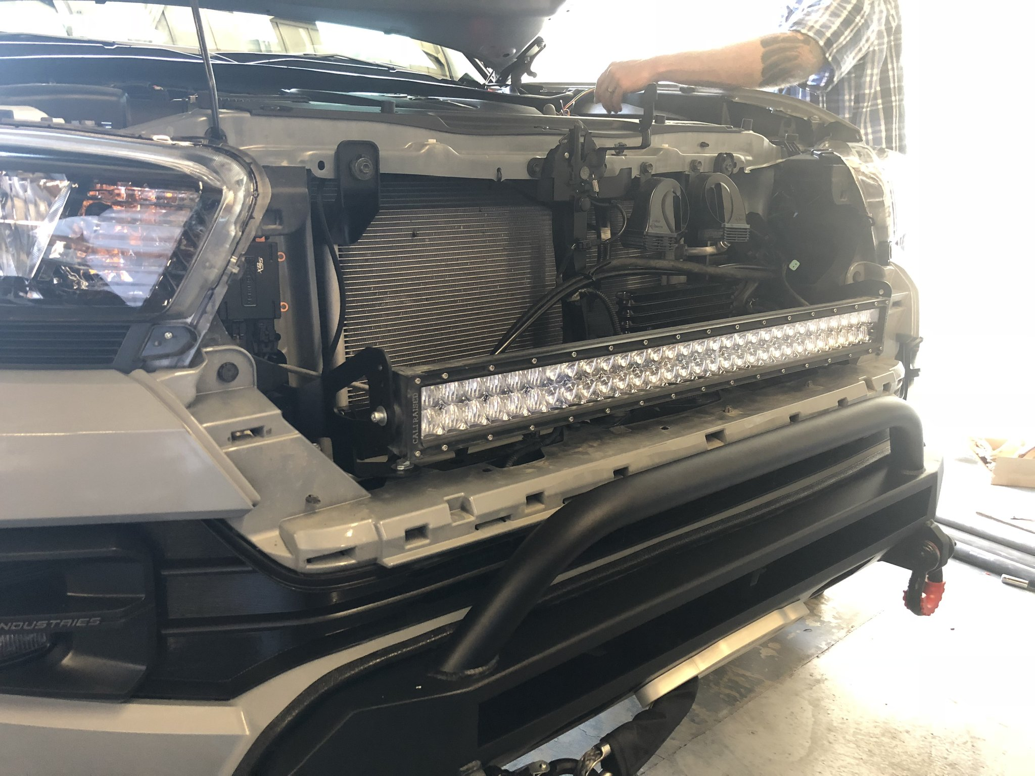 Cali Raised 32 In. Light Bar Upper Grille LED Light Bar Combo 2016+