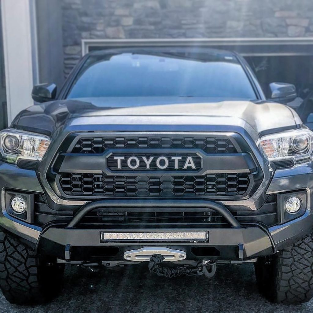 Southern Style Tacoma Slimline Hybrid Bumper with Access Holes and 20 in. Heise 2016+